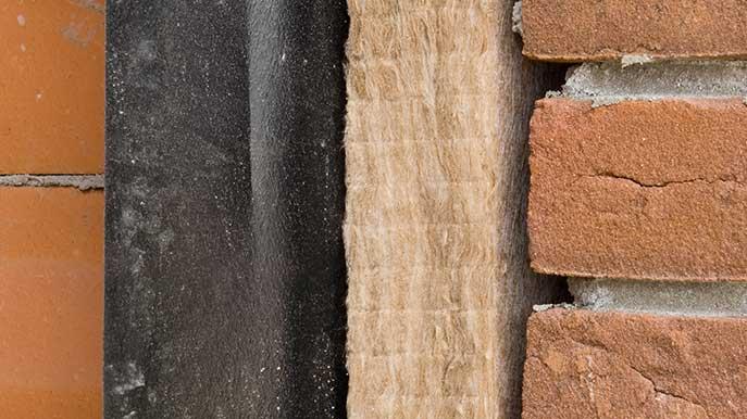 Let bij het verbouwen van je huis goed op de isolatie van het dak en de muren