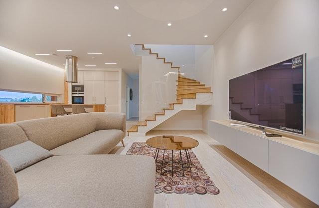 Traprenovatie: hoe kies je een vakman om je trap te laten renoveren?