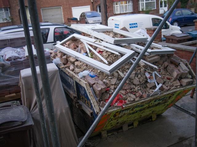 Mag ik al mijn bouwafval in één portaalcontainer gooien?
